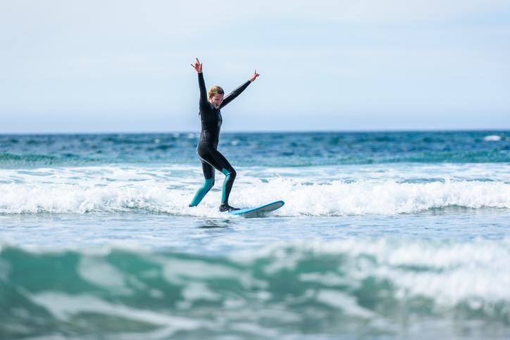 Disfruta del surf en invierno con estos consejos